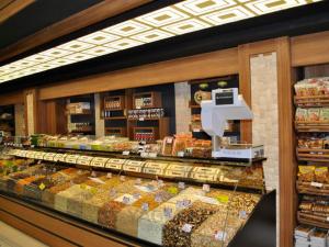 Supermarket Shelf Systems